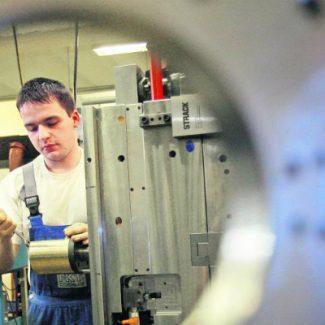 Der-angehende-Werkzeugmechaniker-im-dritten-Lehrjahr-Andreas-Kirchner