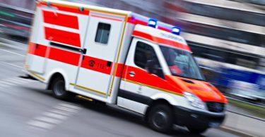 ein-krankenwagen-eilt-zum