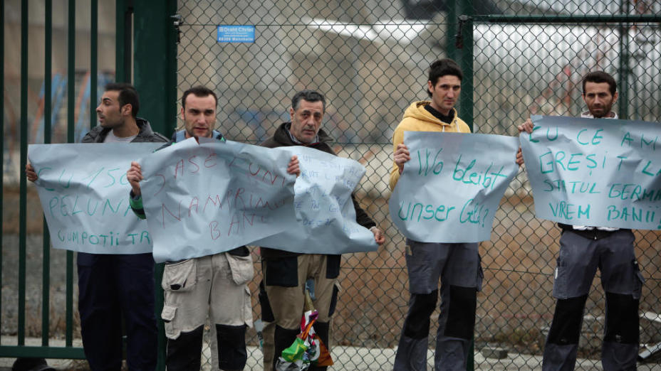 Imigranți români în Germania, neplătiți, protestează