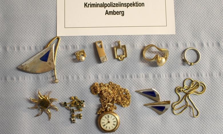 Bijuterii furate de români