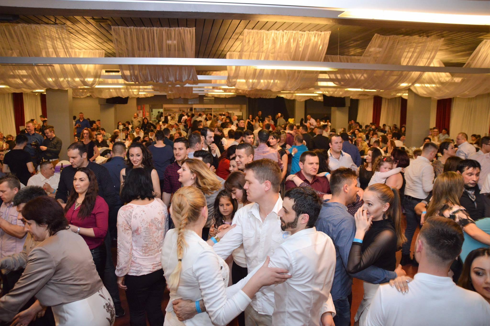 Exclusiv Cum Se Distrează Românii în Germania La Ultima Petrecere