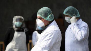 Medicii sunt trimişi la luptă fără arme