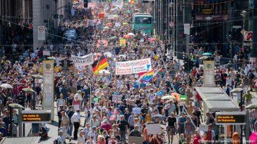 Proteste împotriva restricțiilor