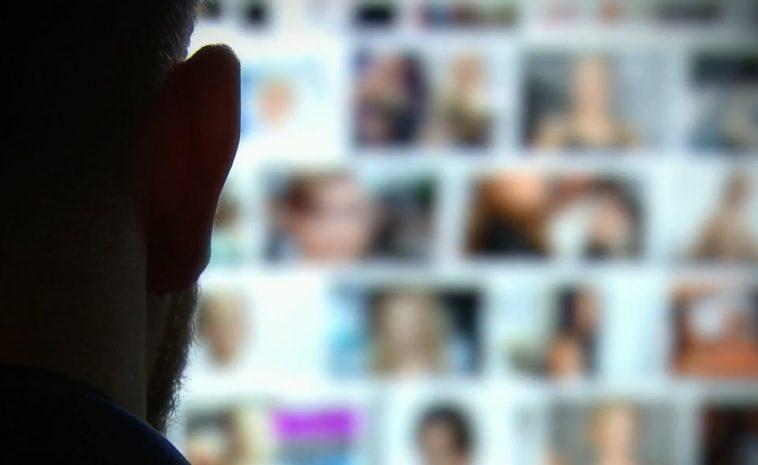 Raiduri la o rețea masivă de creare și distribuire online a pornografiei cu copii. Anchetatorii au ridicat peste 2.000 de probe