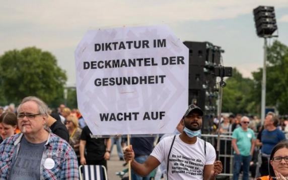 """Manifestații anti-pandemie în Germania: """"Gata cu minciunile!"""""""