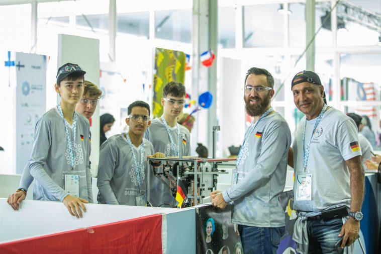 """Un român a dus """"naționala"""" de robotică a Germaniei pe locul trei în lume"""